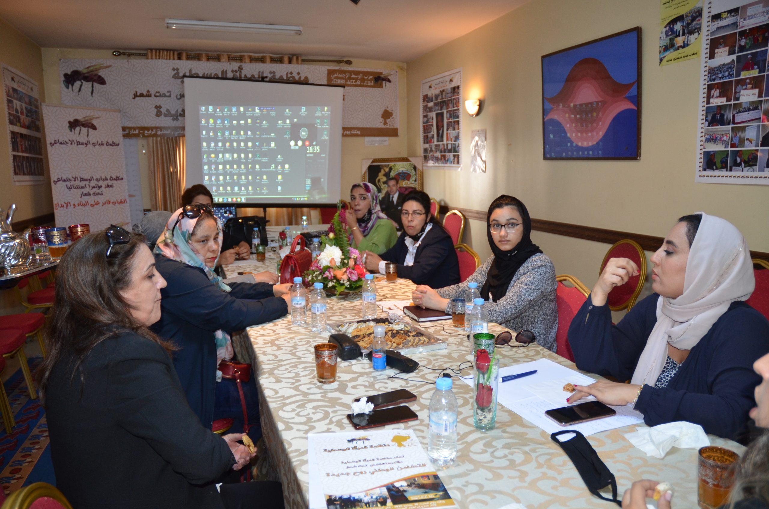 صورة منظمة المرأة الوسطية  ندوة للنقاش عن بعد بتقنية المباشر  النتائج المترتبة عن الطلاق إيجابية او سلبية