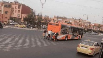 """صورة الحافلات الكهربائية بمراكش تصل مرحلة """"شي دفيعة الله يرحم الوالدين""""."""