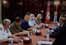 صورة الرئيس التونسي يجمد البرلمان ويقيل رئيس الحكومة