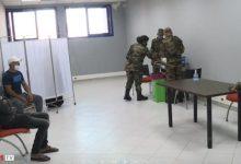 """صورة فرق طبية عسكرية تدعم جهود وزارة الصحة لإنجاح عملية التلقيح ضد """"كوفيد-19"""""""