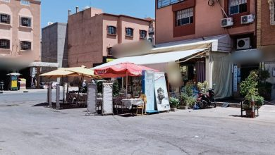 صورة مراكش .. محل لبيع المأكولات البحرية بحي النهضة المحاميد يتحدى القانون أمام أنظار السلطة المحلية.