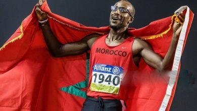 صورة العداء محمد أمكون يفوز بالميدالية الفضية الألعاب البارالمبية بطوكيو