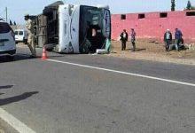 صورة مصرع مسافر و إصابة 37 ٱخرين في حادث انقلاب حافلة للمسافرين بجماعة الشعيبات.
